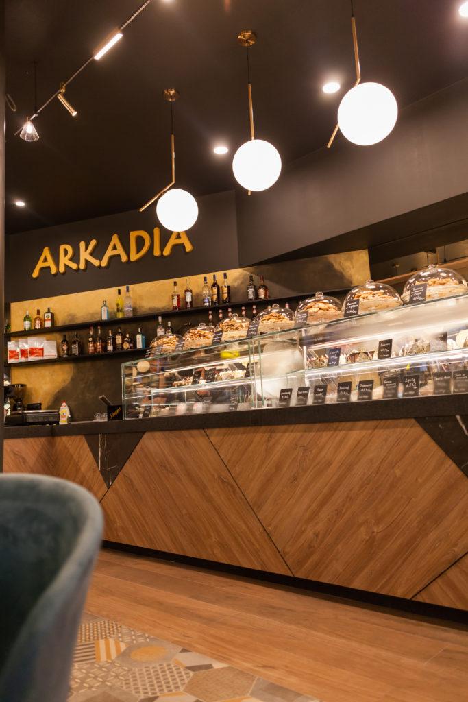cofetaria arkadia cafe productie publicitara valcea reclama litere luminoase baner colant valcea